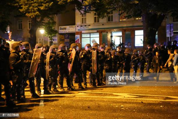 SCHANZENVIERTEL HAMBURG GERMANY New riots erupted in Schanzenviertel Police used the heavy armed special forces GSG9 during new riots erupted in...