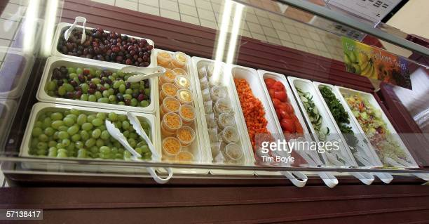 A new salad bar is seen at Nettelhorst Elementary School part of 'Cool Foods' March 20 2006 in Chicago Illinois US Senator Dick Durbin stopped by the...