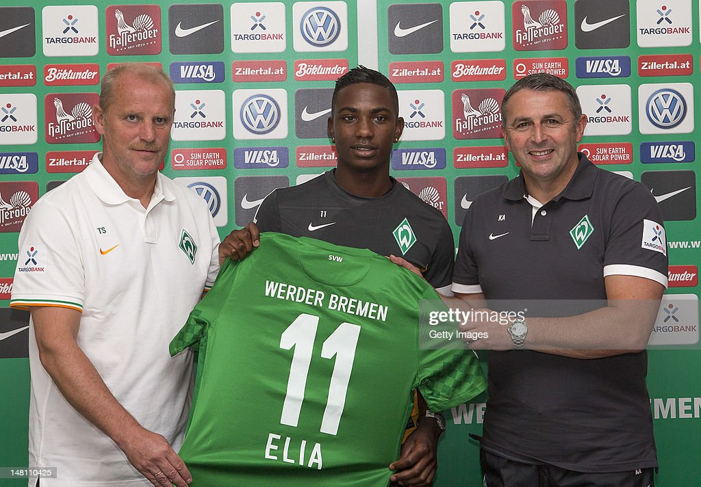 New signing <a gi-track='captionPersonalityLinkClicked' href=/galleries/search?phrase=Eljero+Elia&family=editorial&specificpeople=2199495 ng-click='$event.stopPropagation()'>Eljero Elia</a> (C) of Werder Bremen poses for photographs with their Head Coach <a gi-track='captionPersonalityLinkClicked' href=/galleries/search?phrase=Thomas+Schaaf&family=editorial&specificpeople=216597 ng-click='$event.stopPropagation()'>Thomas Schaaf</a> (L) and Director of Sport <a gi-track='captionPersonalityLinkClicked' href=/galleries/search?phrase=Klaus+Allofs&family=editorial&specificpeople=634763 ng-click='$event.stopPropagation()'>Klaus Allofs</a> (R) during a Werder Bremen press conference at Haus der Insel on July 10, 2012 in Norderney, Germany.