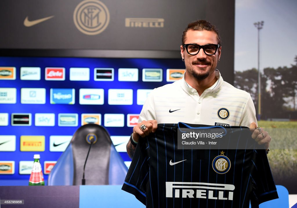 New signing <a gi-track='captionPersonalityLinkClicked' href=/galleries/search?phrase=Pablo+Daniel+Osvaldo&family=editorial&specificpeople=4607628 ng-click='$event.stopPropagation()'>Pablo Daniel Osvaldo</a> attends FC Internazionale Milano press conference on August 7, 2014 in Como, Italy.