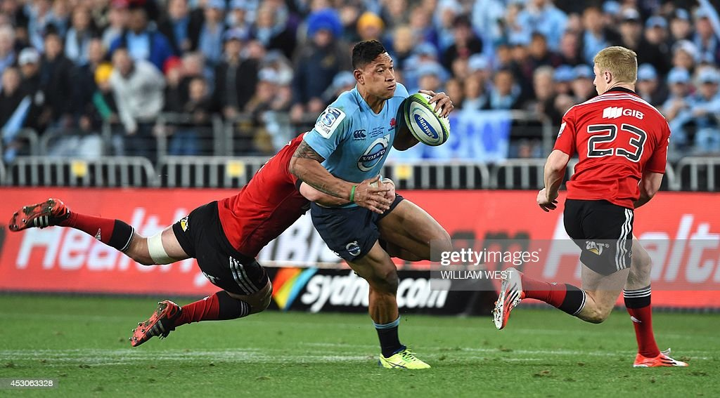 New South Wales Waratahs fullback Israel Folau (C) is tackled by Canterbury Crusaders flanker Matt Todd (L) and Johnny McNicholl (R) in the Super 15 rugby union final in Sydney on August 2, 2014. AFP PHOTO/William WEST --IMAGE