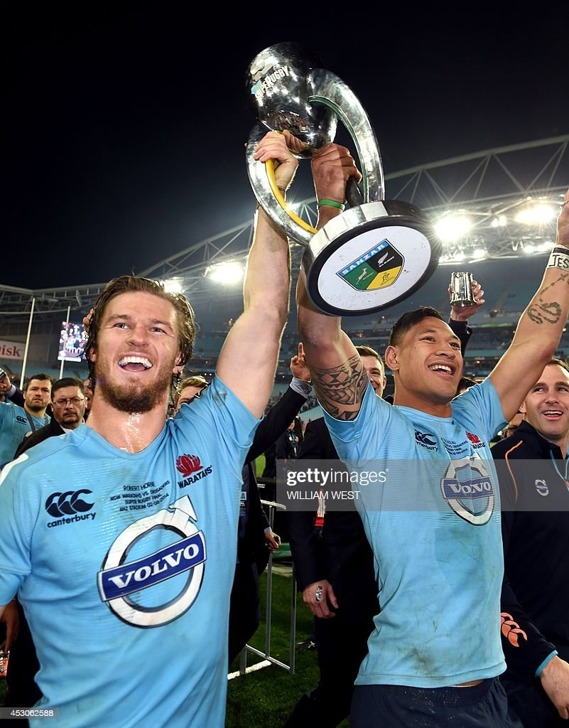 New South Wales Waratahs winger Rob Horne (L) and fullback Israel Folau (R) celebrate with the trophy after defeating the Canterbury Crusaders in the Super 15 rugby union final in Sydney on August 2, 2014. AFP PHOTO/William WEST --IMAGE RESTRICTED TO EDITORIAL USE - STRICTLY NO COMMERCIAL USE--