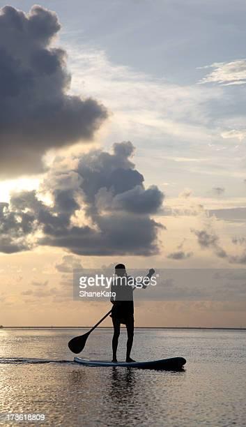 Nouveaux Sports tendance Paddle au coucher du soleil