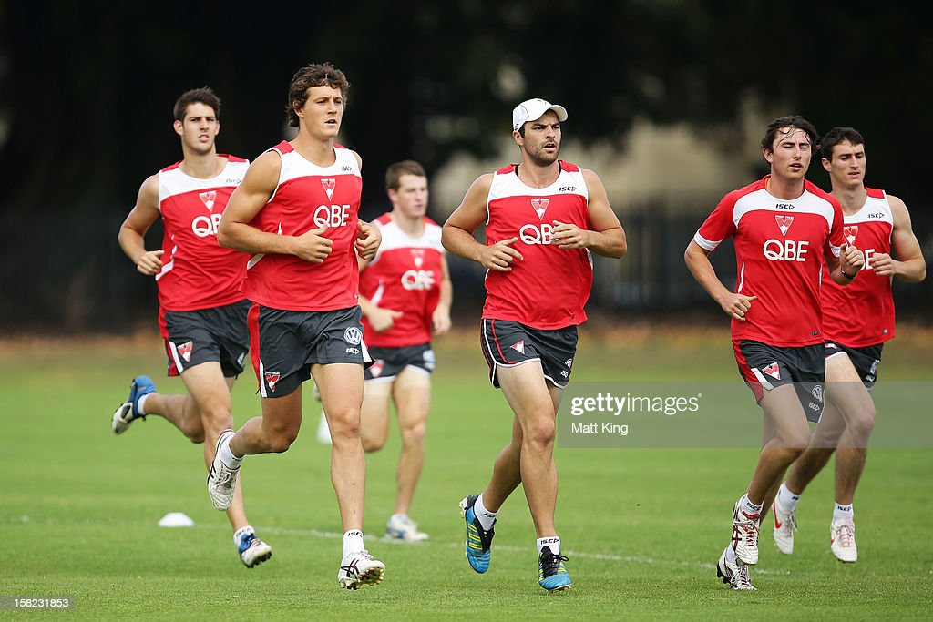 New Swans signing Kurt Tippett (C) runs during a Sydney Swans AFL training session at Moore Park on December 12, 2012 in Sydney, Australia.