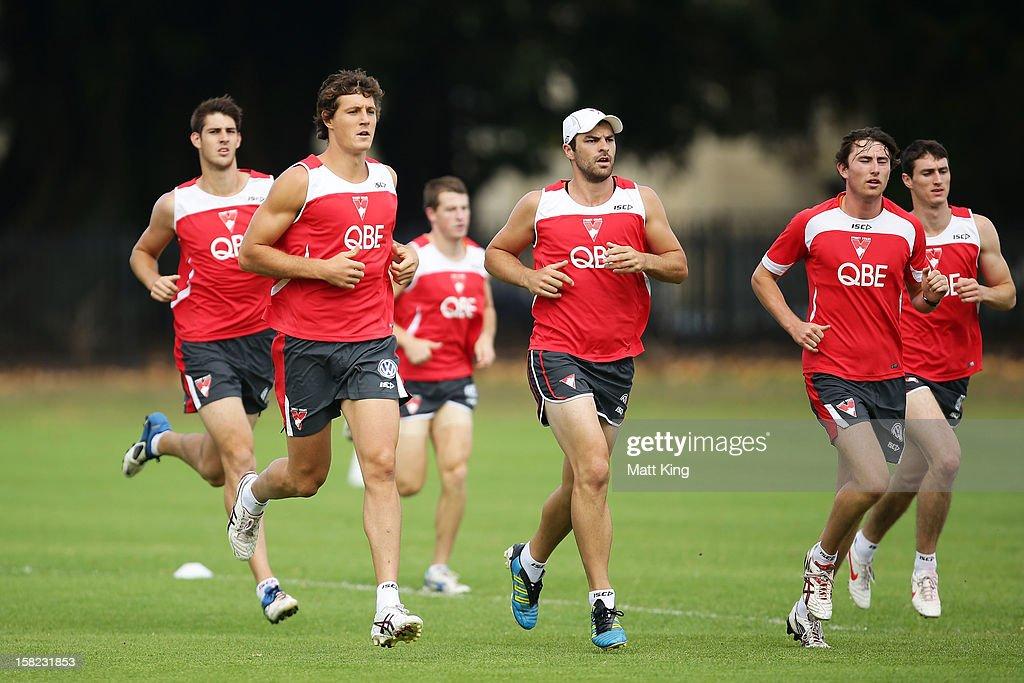 New Swans signing Kurt Tippett (C) runs during a Sydney Swans AFL training session at Moore Park on December 12, 2012 in Sydney, Australia.