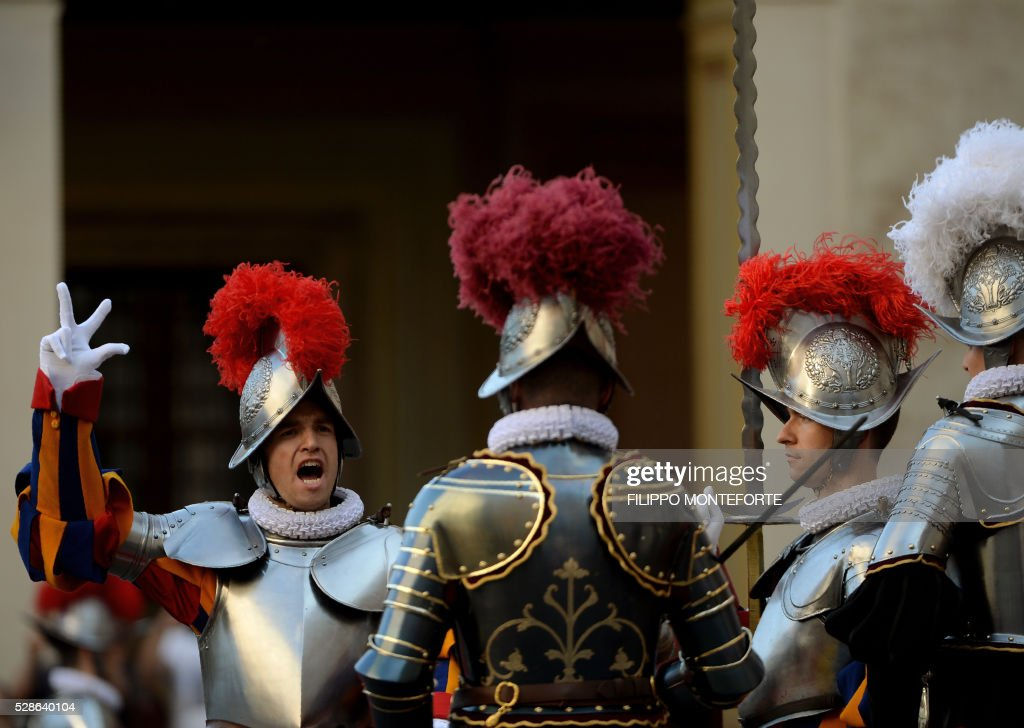 A new swiss guards swears-in during a ceremony in Vatican City, on May 6, 2016. The annual swearing in ceremony for the new papal Swiss guards takes place on May 6, commemorating the 147 who died defending Pope Clement VII on the same day in 1527 during the sack of Rome. / AFP / FILIPPO