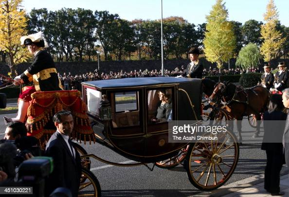 New US Ambassador to Japan Caroline Kennedy travels on a horse carriage on her way to the Imperial Palace on November 19 2013 in Tokyo Japan It is a...