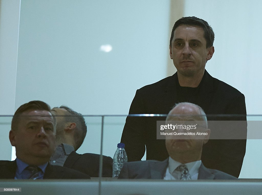 New Valencia CF head coach <a gi-track='captionPersonalityLinkClicked' href=/galleries/search?phrase=Gary+Neville&family=editorial&specificpeople=171409 ng-click='$event.stopPropagation()'>Gary Neville</a> (rear right) looks on prior to the La Liga match between Valencia CF and FC Barcelona at Estadi de Mestalla on December 05, 2015 in Valencia, Spain.