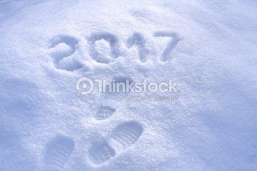 Neue Jahr 2017 Begrüßung Fußabdrücke Im Schnee 2017 Begrüßung Stock ...