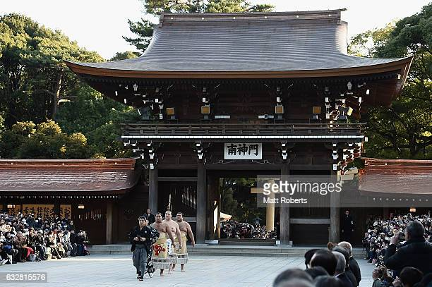 New Yokozuna Kisenosato arrives to perform the dohyoiri at Meiji Shrine on January 27 2017 in Tokyo Japan Kisenosato is the first Yokozuna appointed...
