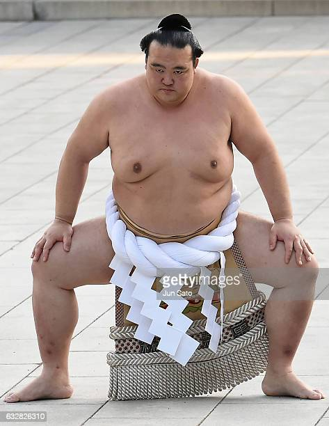 New Yokozuna Kisenosato performs the dohyoiri at Meiji Shrine on January 27 2017 in Tokyo Japan Kisenosato is the first Yokozuna appointed in three...