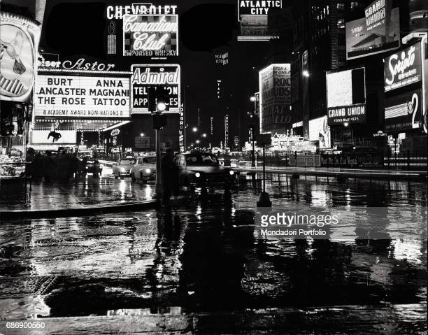 New York by night This picture is taken from the monography 'Mario De Biasi Il mio sogno Š qui' curated by Enrica Vigan• published in 2016 by...