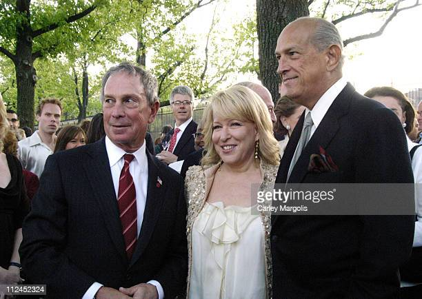New York City Mayor Michael Bloomberg Bette Midler and Oscar de la Renta