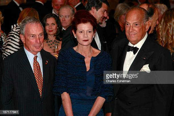 New York City Mayor Michael Bloomberg Lady Foster of Thames Bank Elena Ochoa and Oscar de la Renta attend the Queen Sofia Spanish Institute 2012 Gold...