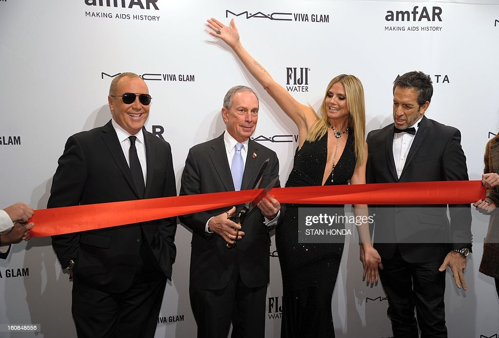 New York City Mayor Michael Bloomberg (2nd L), prepares to cut a red ribbon with designer Michael Kors (L), model Heidi Klum (2nd R) and designer Kenneth Cole (R) at the amfAR (The Foundation for AIDS Research) gala that kicks off the Mercedes-Benz Fashion Week February 6, 2013 in New York. AFP PHOTO/Stan HONDA