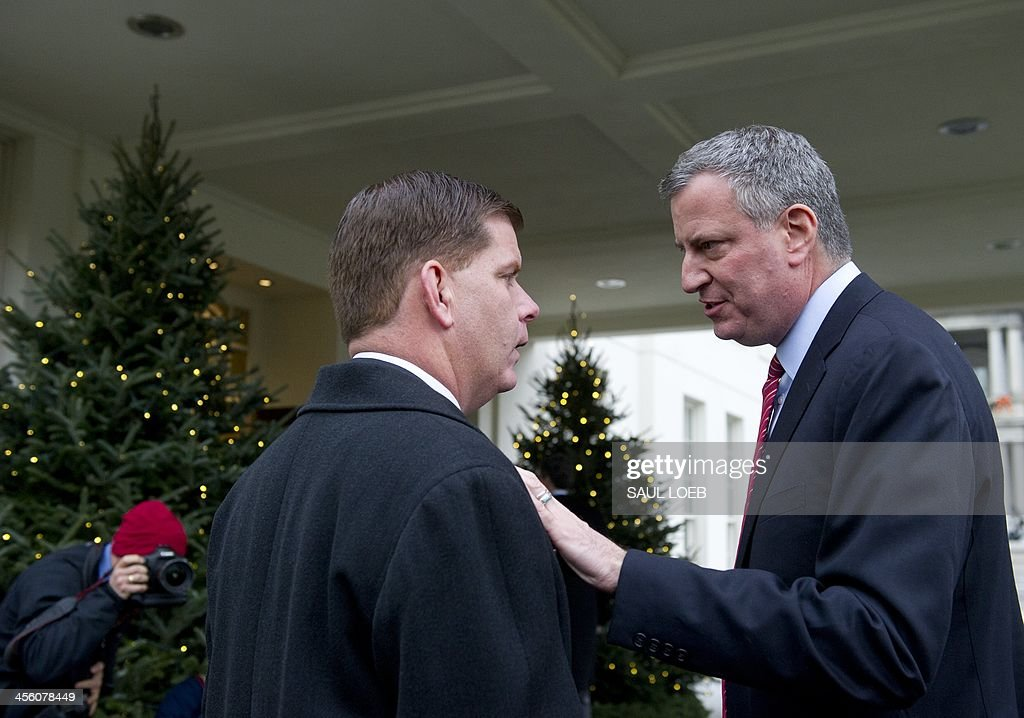 New York City mayor-elect Bill de Blasio (R) speaks with Boston mayor-elect Martin Walsh (L) after addressing the media outside the West Wing of the White House in Washington on December 13, 2013 following a meeting with US President Barack Obama and a group of newly-elected mayors from across the US. AFP PHOTO / Saul LOEB