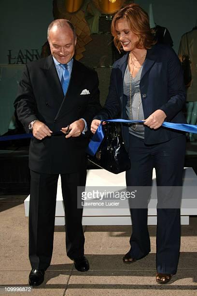 New York City Police Commissioner Ray Kelly and Mariska Hargitay