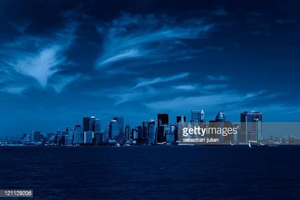 ニューヨークシティーの街並みで満月