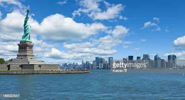 Edificios de la ciudad de Nueva York con la Estatua de la libertad
