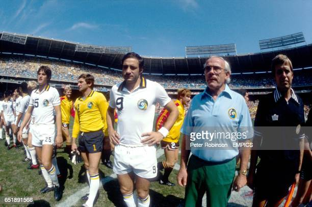 New York Cosmos Coach Hennes Weisweiler and captain Giorgio Chinaglia line up before the match