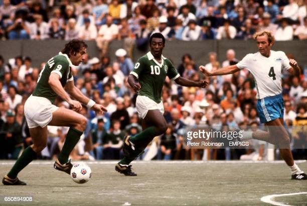 New York Cosmos' Pele looks on as teammate Giorgio Chinaglia runs at the Seattle Sounders defence