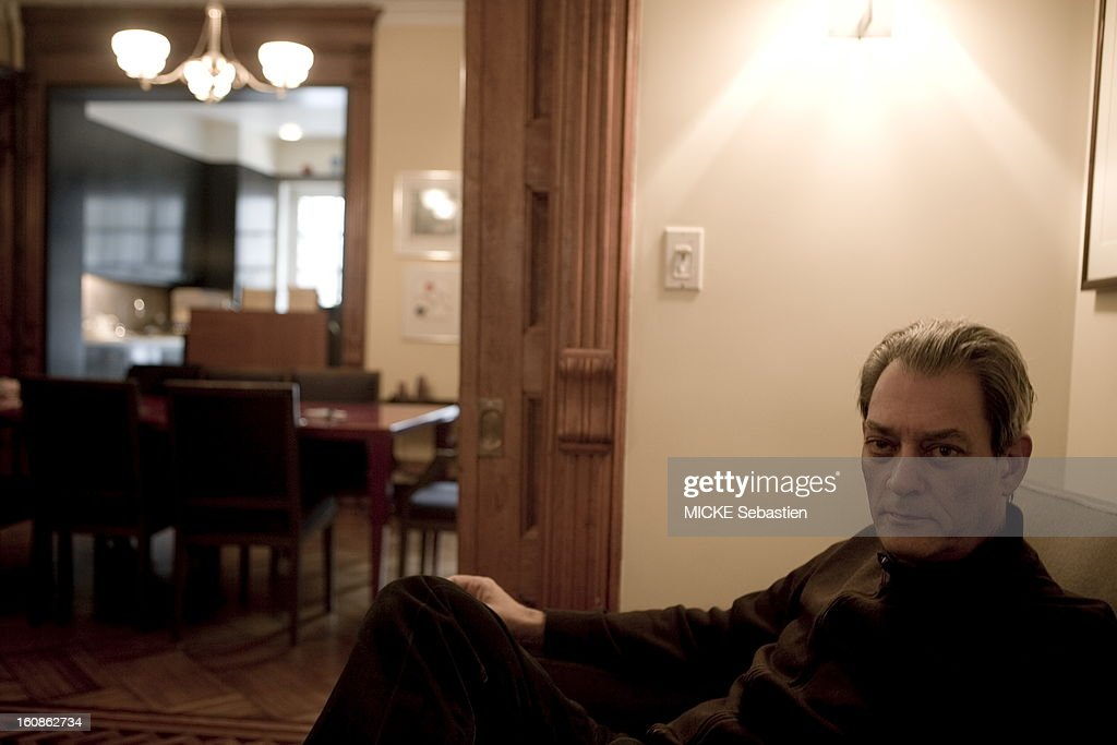 Paul Auster, author of 'Invisible' in ed. Actes Sud, receives 'Paris Match' with him at his home in Brooklyn: three-quarter plan.