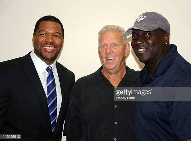 New York Giants football player Michael Strahan former New York Giants coach Bill Parcells and former New York Giants football player Ottis Anderson...