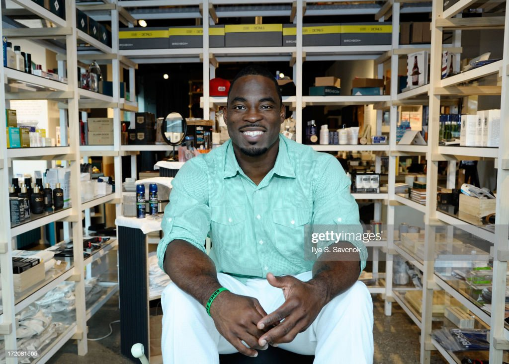 New York Giants' Justin Tuck kicks off the 4th of July holiday week with a smooth shaven look from Gillette at New York Concept Shop, STORY on July 1, 2013 in New York City.