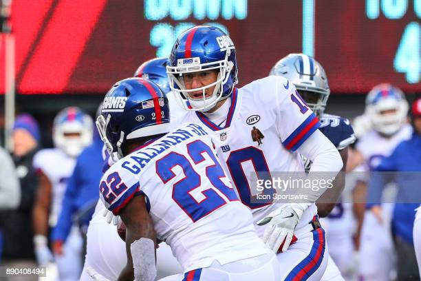 New York Giants quarterback Eli Manning hands to ball off to New York Giants running back Wayne Gallman during the National Football League game...