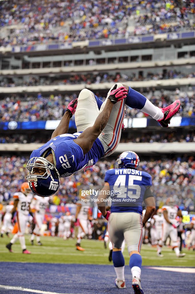 New York Giants rookie running back David Wilson does a back flip after 40-yard TD against Cleveland Browns. Giants won, 41-27.