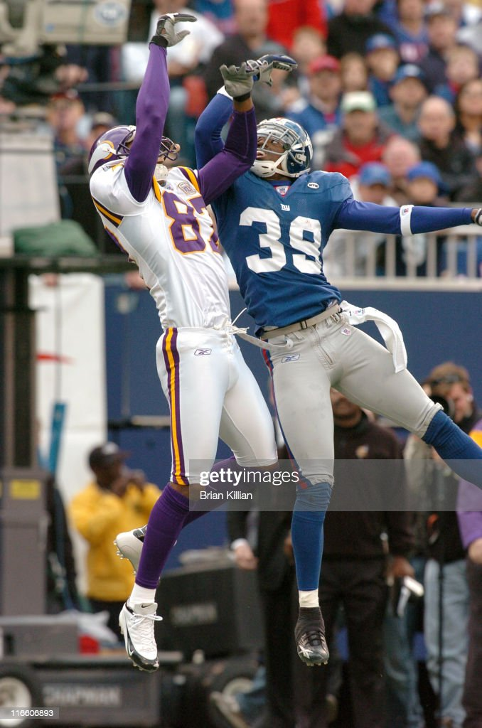 New York Giants safety #39 Curtis DeLoatch goes up to defend a pass intended for Minnesota Vikings wide receiver #87 <a gi-track='captionPersonalityLinkClicked' href=/galleries/search?phrase=Marcus+Robinson&family=editorial&specificpeople=215475 ng-click='$event.stopPropagation()'>Marcus Robinson</a> at Giants Stadium in East Rutherford, NJ on November 13, 2005 The Vikings won, 24-21.