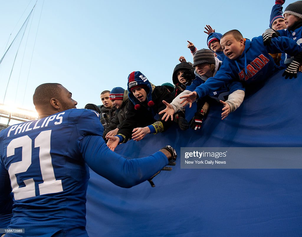 New York Giants strong safety Kenny Phillips (21) shakes hands with fans at the end of the Giants 42-7 win.New York Giants against the Philadelphia Eagles at Met Life Stadium.