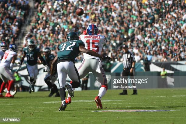 New York Giants wide receiver Brandon Marshall catches a first down pass in front of Philadelphia Eagles cornerback Rasul Douglas during a NFL...