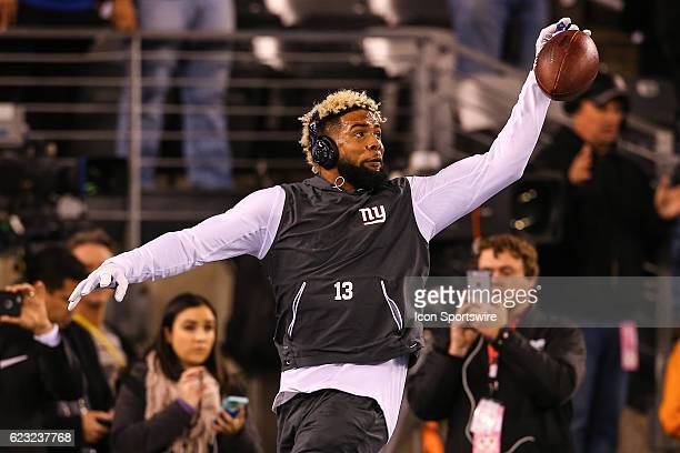 New York Giants wide receiver Odell Beckham practices making one handed catches up prior to the National Football League game between the New York...