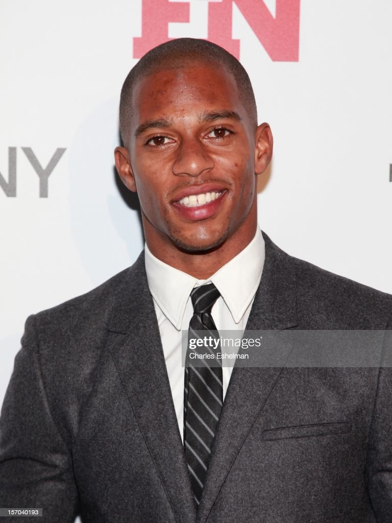 New York Giants wide receiver <a gi-track='captionPersonalityLinkClicked' href=/galleries/search?phrase=Victor+Cruz+-+Joueur+de+football+am%C3%A9ricain&family=editorial&specificpeople=8736842 ng-click='$event.stopPropagation()'>Victor Cruz</a> attends the 2012 Footwear News Achievement awards at The Museum of Modern Art on November 27, 2012 in New York City.