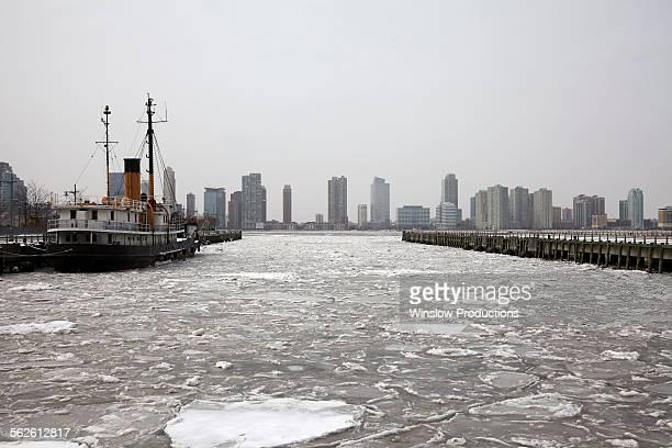 USA, New York, Hudson River, City skyline
