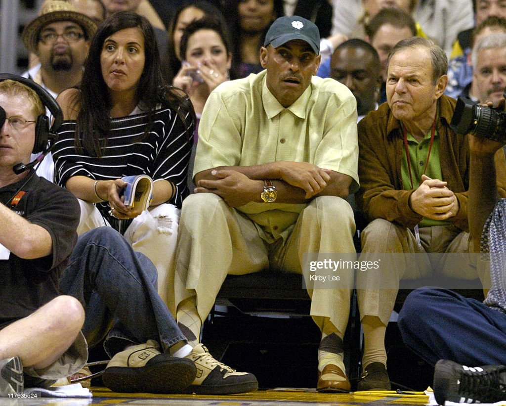 New York Jets coach Herman Edwards and wife Lia watch Los Angeles Lakers game against the Philadelphia 76ers at the Staples Center in Los Angeles...