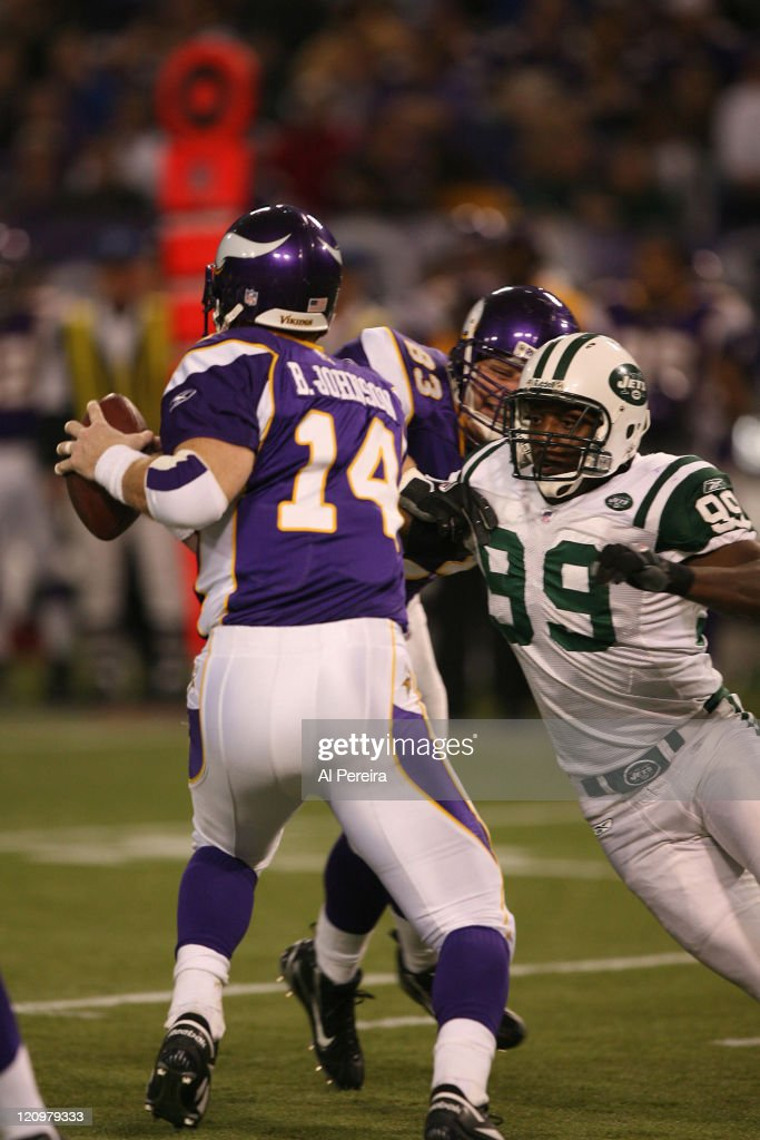 New York Jets DE/LB Bryan Thomas in action during the New York Jets 2613 victory over the Minnesota VIkings at the HHH Metrodome Minneapolis...