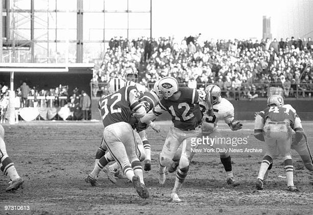 New York Jets' Joe Namath hands ball off to Emerson Boozer who starts slant for hole and five yard pickup in the second quarter against the Oakland...