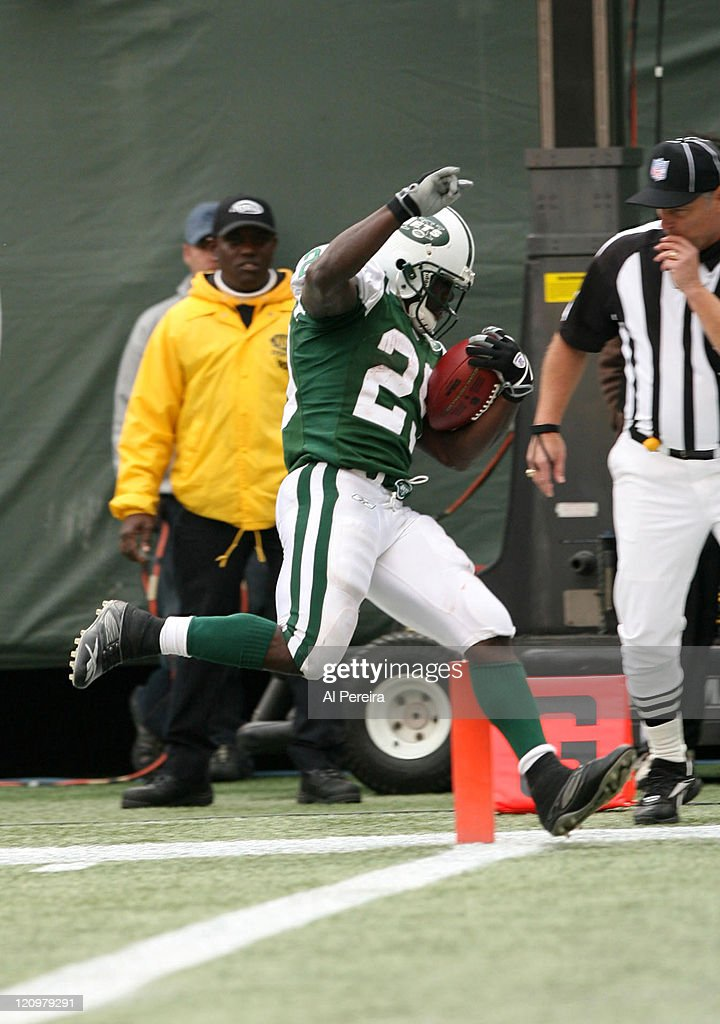 New York Jets RB Leon Washington scores the second of two Touchdowns in action during the Jets' 3124 win over the Detroit Lions at the Meadowlands...
