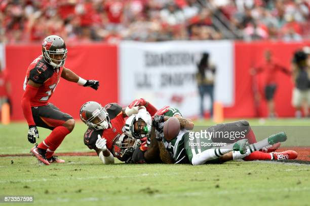 New York Jets wide receiver Robby Anderson has his reception broken up by Tampa Bay Buccaneers linebacker Kwon Alexander during the first half of an...