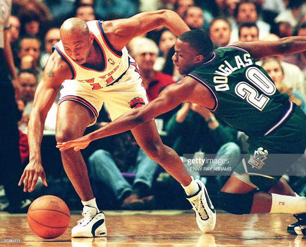 New York Knicks Derek Harper L goes after and