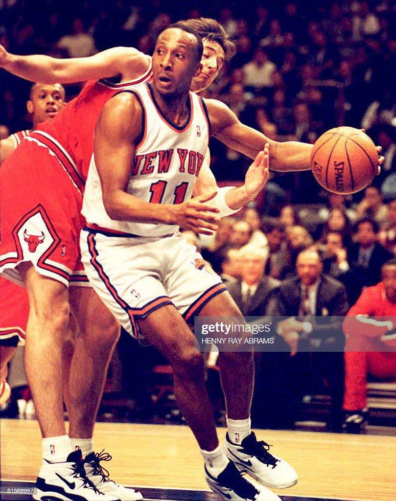 New York Knicks Derek Harper 11 has the ball st