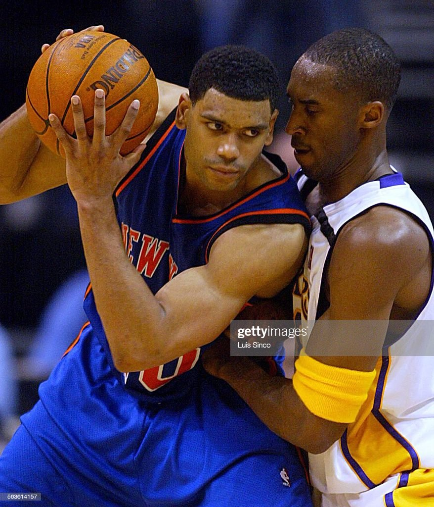 New York Knicks guard Allan Houston tries to past pressing