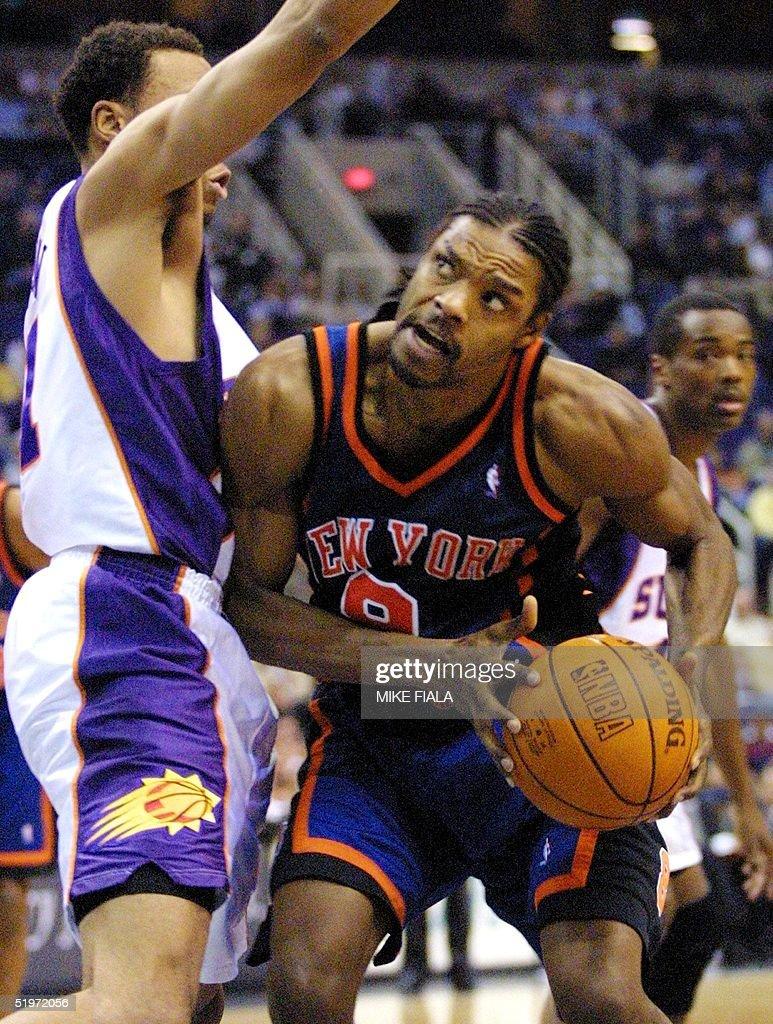 New York Knicks guard Latrell Sprewell R tries t