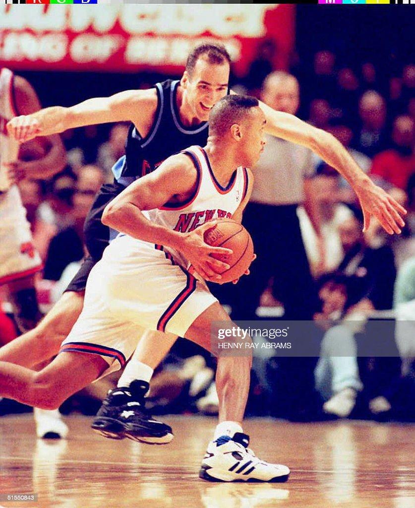 New York Knicks John Starks R drives to the bask