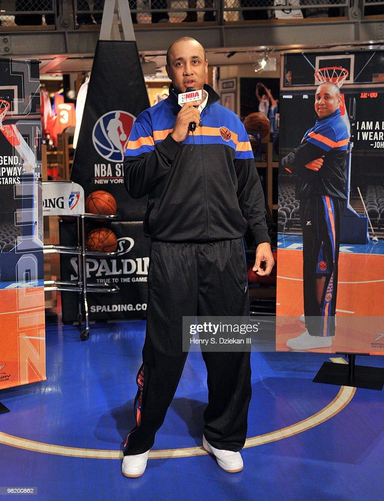 s et images de John Starks Hosts Basketball Clinic At The NBA