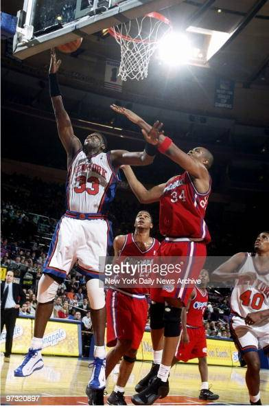 New York Knicks' Patrick Ewing (33) goes up for a shot as Lo : News Photo