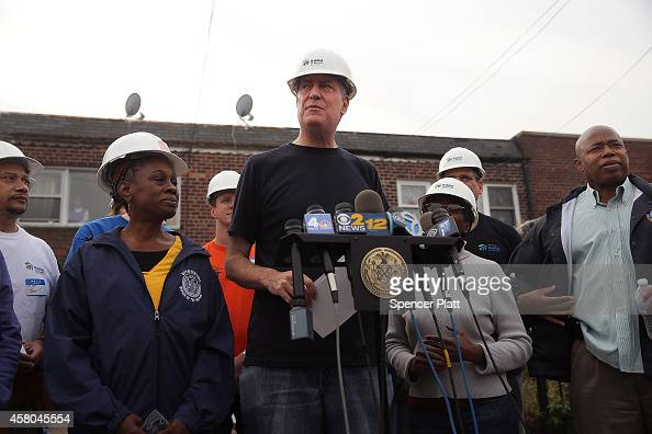 New York Mayor Bill de Blasio and his wife Chirlane McCray join other volunteers and local politicians at a Habitat for Humanity site on the two year...