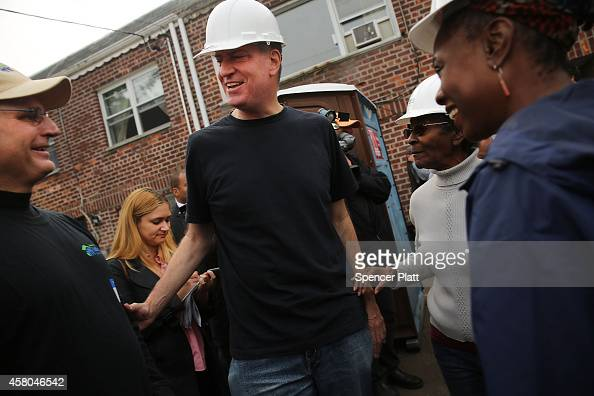 New York Mayor Bill de Blasio and his wife First Lady Chirlane McCray join other volunteers and local politicians at a Habitat for Humanity site in...